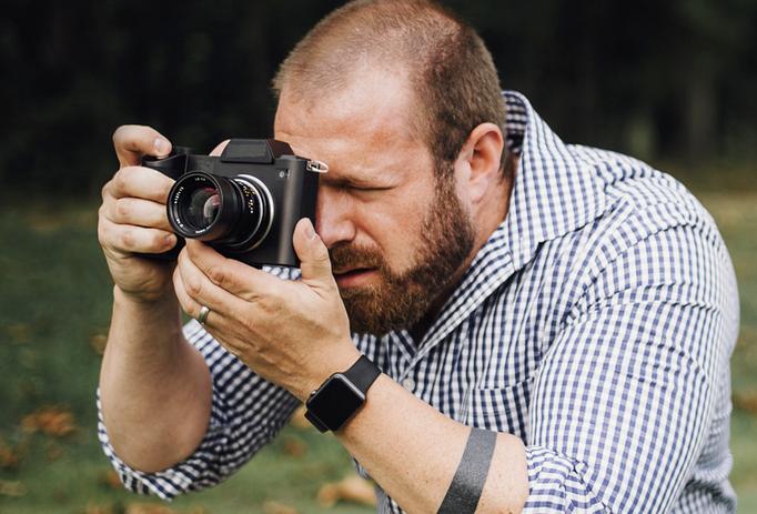 Tiny Leica Mirrorless SL